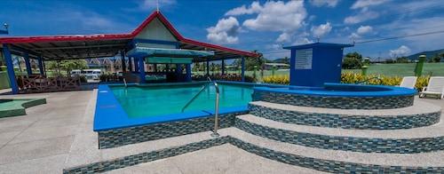 . Airport Suites Hotel