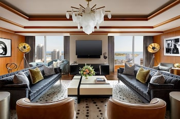 Suite (Ritz Carlton, Club Access 2 Guests)