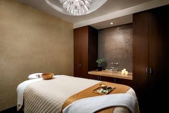 Suite, 1 Bedroom, City View, Corner (Corner Room)