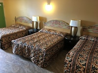 Deluxe Room (3 Queen Beds)