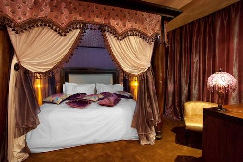 . Art Palace Suites & Spa - Châteaux & Hôtels Collection