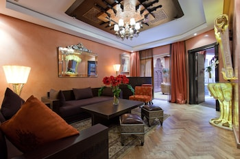 Deluxe Suite With Andalousian Patio