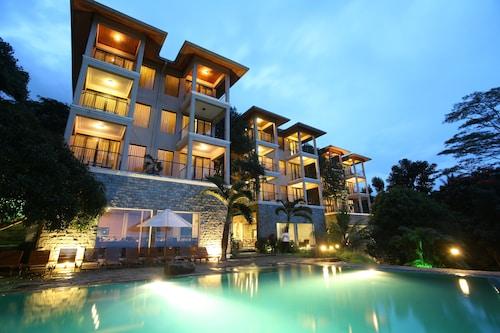 . Randholee Resort & Spa