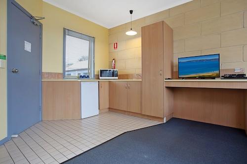 Portside Motel, Corangamite - South