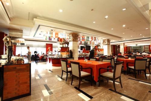 Ramada Xian Bell Tower Hotel, Xi'an