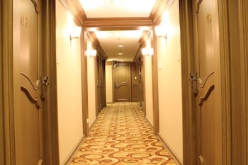 Riviera Mansion Hotel Manila Hallway