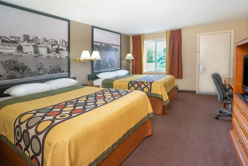 Super 8 by Wyndham Kingston, Frontenac