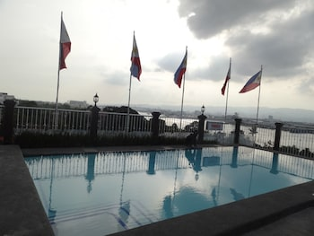 Hotel Cesario Cebu Outdoor Pool