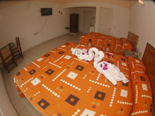Hotel Parotas Manzanillo, Manzanillo