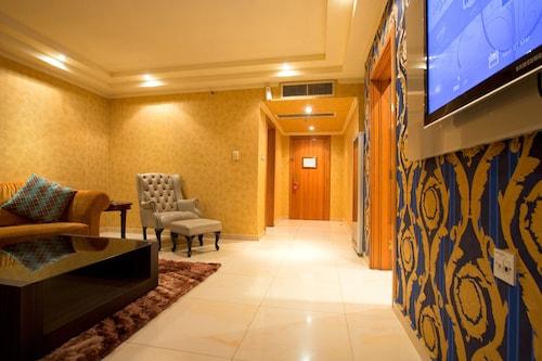 Victoria Crown Plaza Hotel, Eti-Osa