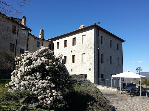 . Castello Izzalini Todi Resort