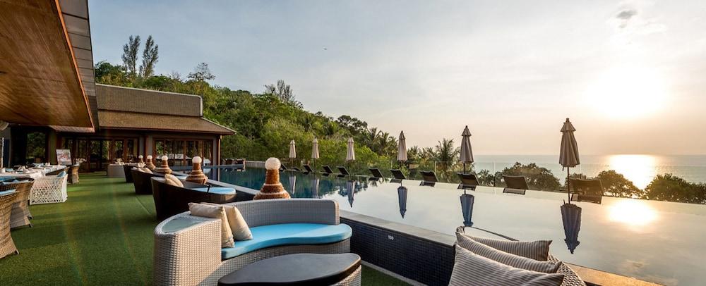 https://i.travelapi.com/hotels/5000000/4060000/4052700/4052673/717a3d4f_z.jpg