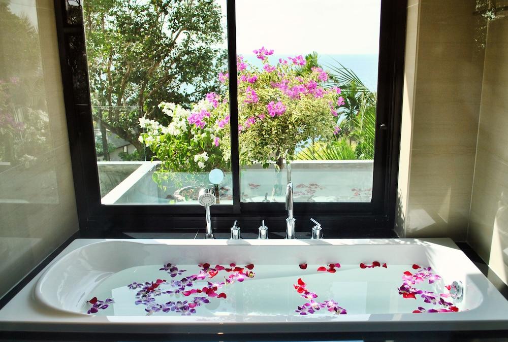 https://i.travelapi.com/hotels/5000000/4060000/4052700/4052673/f4c3c65d_z.jpg