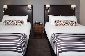 Signature Room, 2 Queen Beds