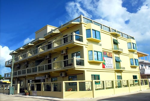 . Caye Caulker Plaza Hotel