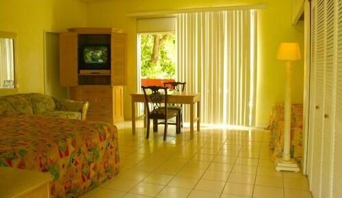 Orchard Garden Hotel & Suites,