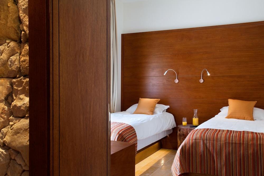 https://i.travelapi.com/hotels/5000000/4100000/4099800/4099756/1ca209a9_z.jpg