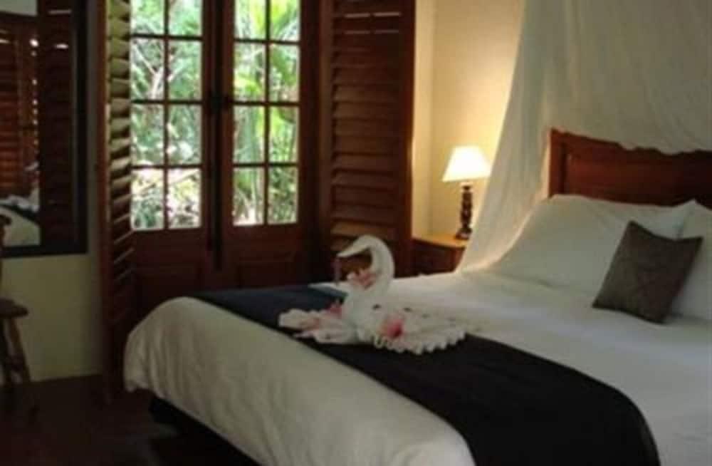 https://i.travelapi.com/hotels/5000000/4120000/4112900/4112811/468cd5b7_z.jpg