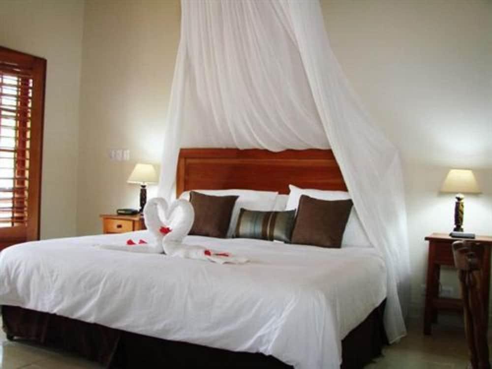 https://i.travelapi.com/hotels/5000000/4120000/4112900/4112811/73b37fbe_z.jpg