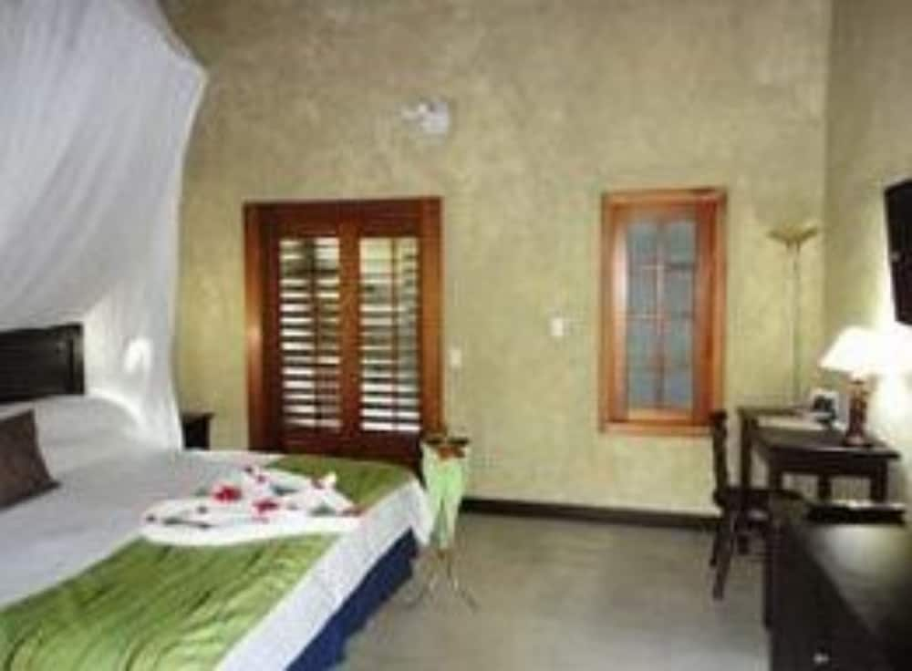 https://i.travelapi.com/hotels/5000000/4120000/4112900/4112811/d6331066_z.jpg