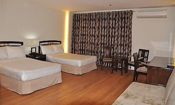 Century Plaza Hotel Cebu Guestroom