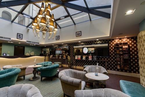 . La Prima Fashion Hotel