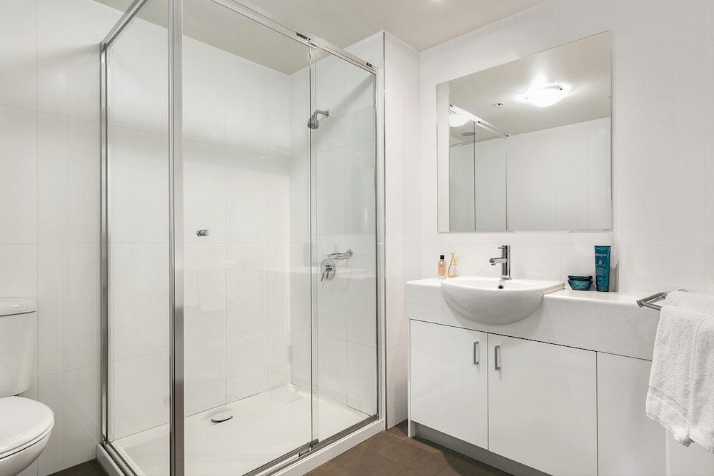 퀘스트 첼튼엄(Quest Cheltenham) Hotel Image 17 - Bathroom