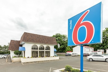Hotel - Motel 6 Warminster, PA