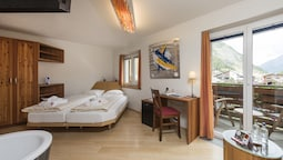 Double Room (compact)
