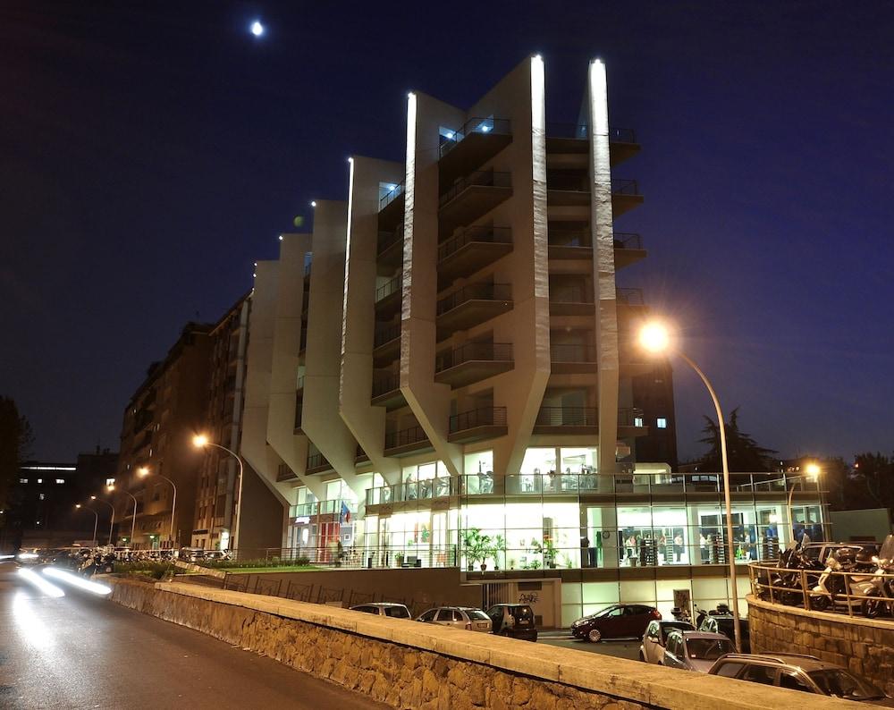룽고테베레 스위트(Lungotevere Suite) Hotel Image 33 - Hotel Front - Evening/Night
