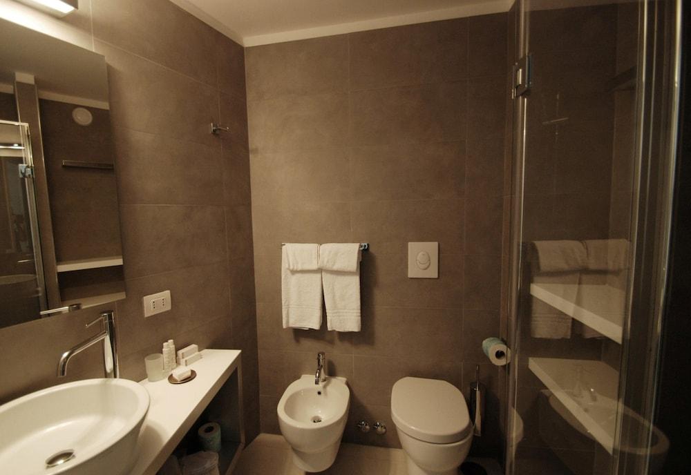 룽고테베레 스위트(Lungotevere Suite) Hotel Image 40 - Bathroom