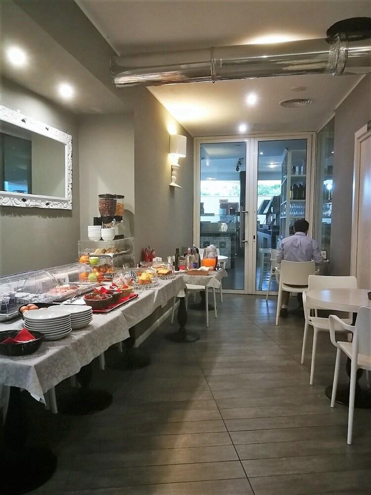 룽고테베레 스위트(Lungotevere Suite) Hotel Image 28 - Breakfast Meal