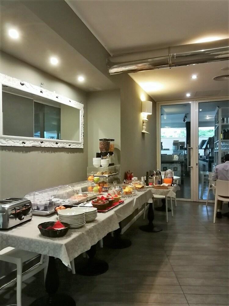 룽고테베레 스위트(Lungotevere Suite) Hotel Image 29 - Breakfast Meal