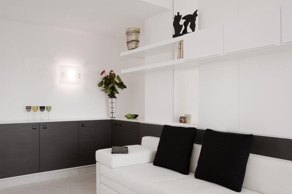 룽고테베레 스위트(Lungotevere Suite) Hotel Image 11 - Living Area