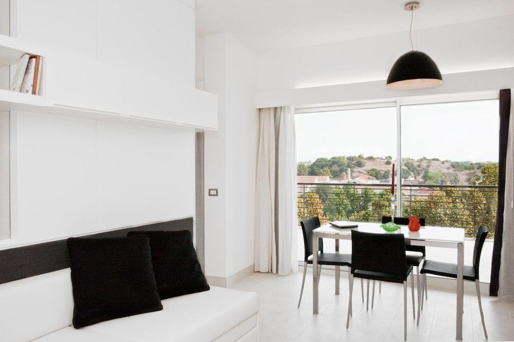 룽고테베레 스위트(Lungotevere Suite) Hotel Image 10 - Living Area