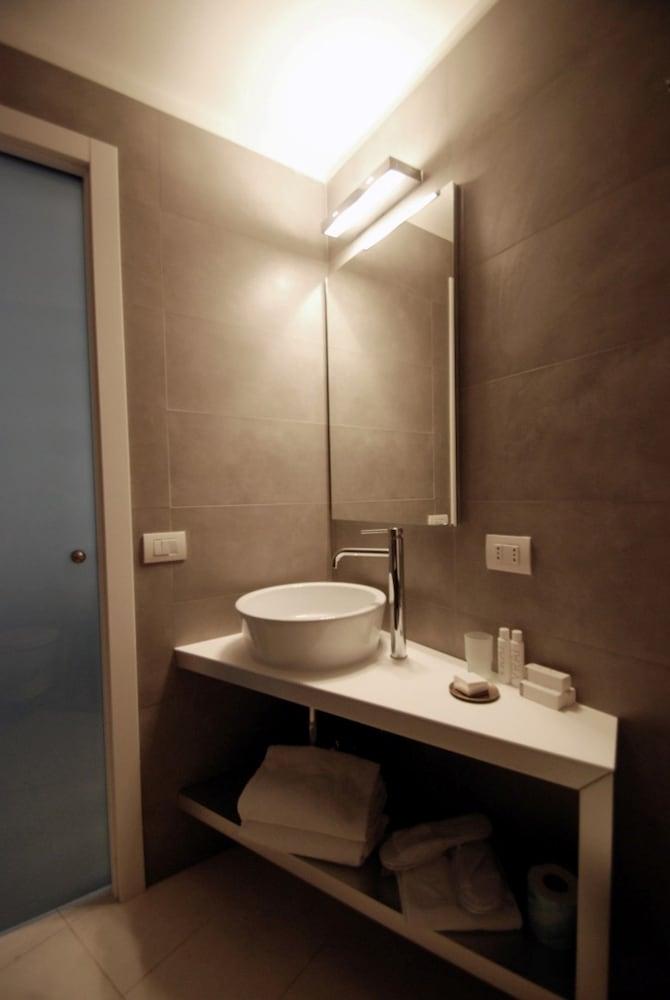 룽고테베레 스위트(Lungotevere Suite) Hotel Image 23 - Bathroom Sink