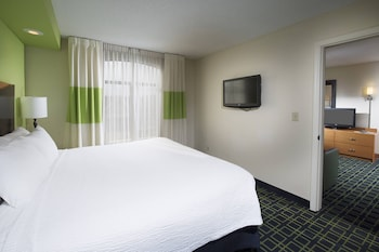 Guestroom at Fairfield Inn & Suites by Marriott Charleston Airport/Conven in North Charleston