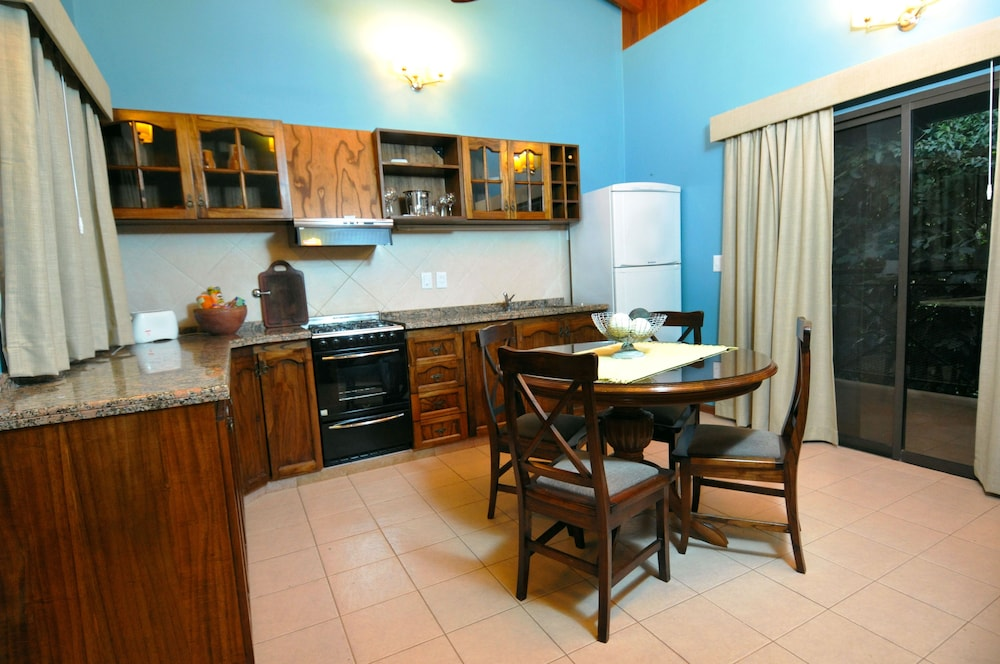 이구아수 정글 로지(Iguazú Jungle Lodge) Hotel Image 15 - In-Room Kitchen