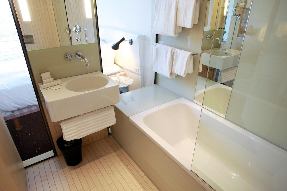 AC 호텔 바이 메리어트 벨라 스카이 코펜하겐(AC Hotel by Marriott Bella Sky Copenhagen) Hotel Image 20 - Bathroom