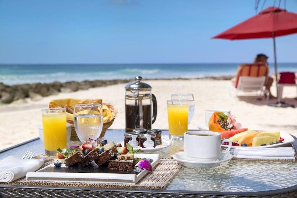 https://i.travelapi.com/hotels/5000000/4160000/4152900/4152881/119c33c9_z.jpg