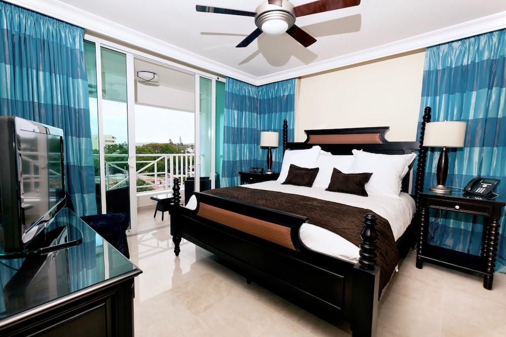 https://i.travelapi.com/hotels/5000000/4160000/4152900/4152881/1bb05518_z.jpg
