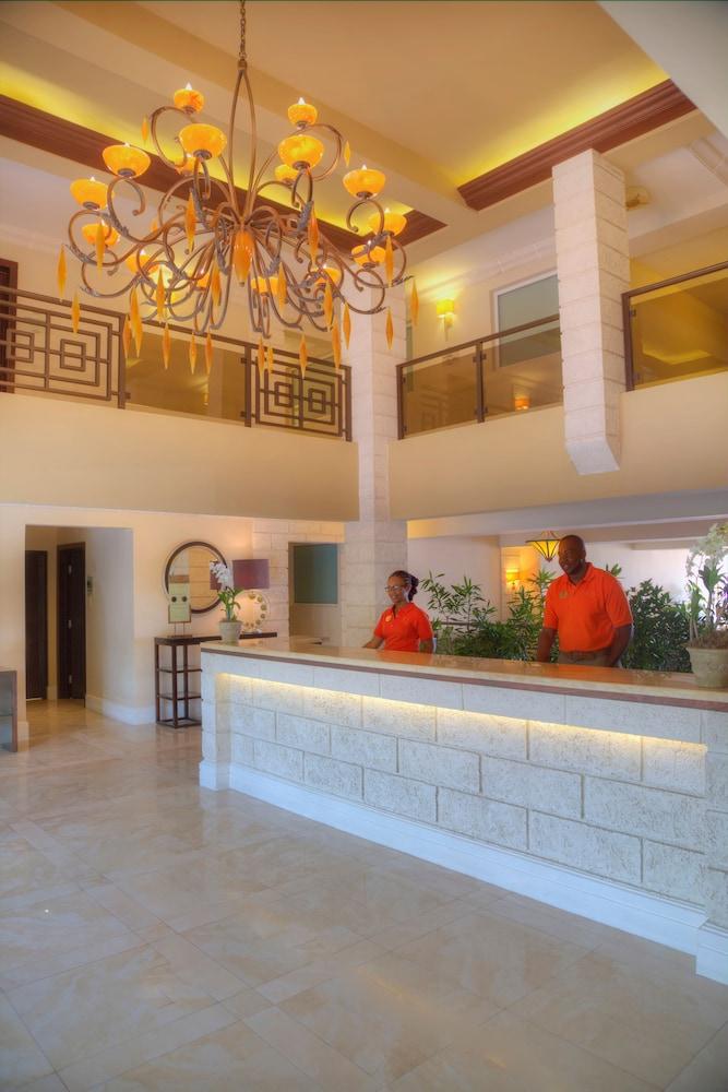 https://i.travelapi.com/hotels/5000000/4160000/4152900/4152881/46c58b38_z.jpg