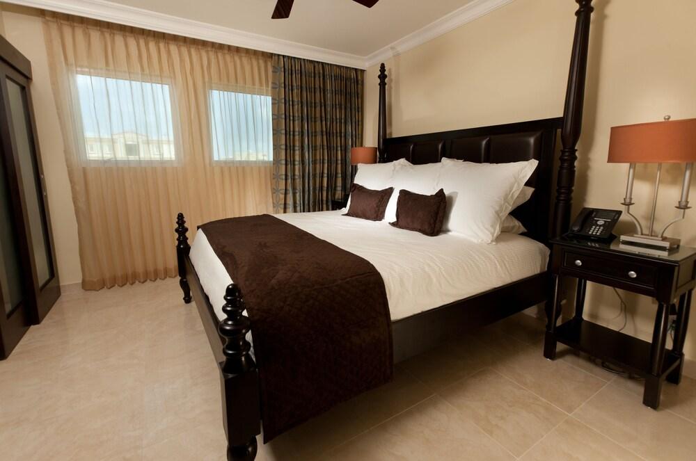https://i.travelapi.com/hotels/5000000/4160000/4152900/4152881/8da96481_z.jpg