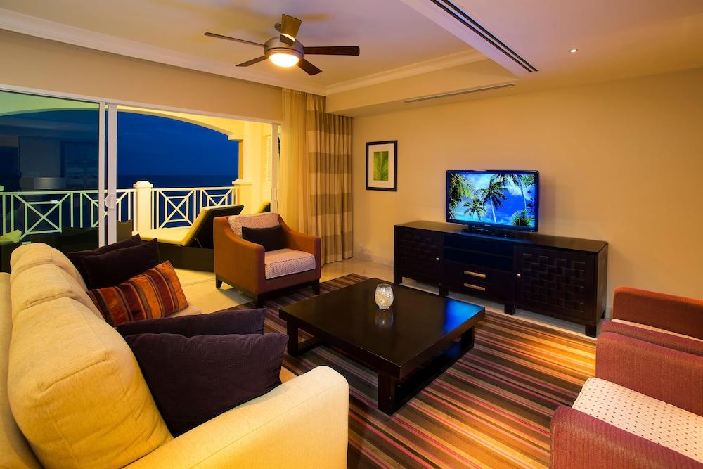 https://i.travelapi.com/hotels/5000000/4160000/4152900/4152881/bd94bcf8_z.jpg