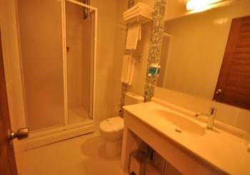 그랜드 안작 호텔(Grand Anzac Hotel) Hotel Image 12 - Bathroom