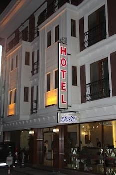 그랜드 안작 호텔(Grand Anzac Hotel) Hotel Image 14 - Hotel Front - Evening/Night