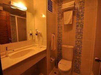 그랜드 안작 호텔(Grand Anzac Hotel) Hotel Image 10 - Bathroom