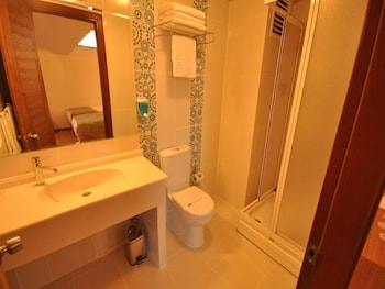 그랜드 안작 호텔(Grand Anzac Hotel) Hotel Image 11 - Bathroom