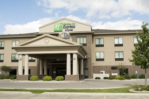 . Holiday Inn Express and Suites Mason City