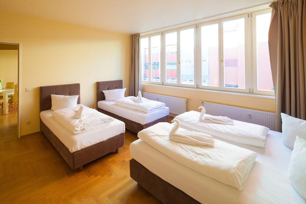 Amc Apartments Ku Damm, Room